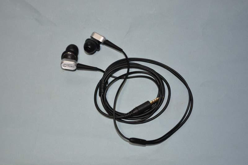 VAIO P VOMで追加が可能なノイズキャンセリングヘッドフォン