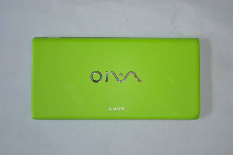今回試用したVAIO P VOMのボディカラーはグリーン。非常に鮮やかで目を引く