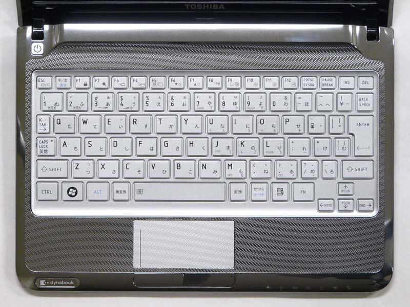 キーボード。[FN]キーが右側にあったり、[半/全]キーが[ESC]キーの横にあるなど、若干異なるレイアウトになっている