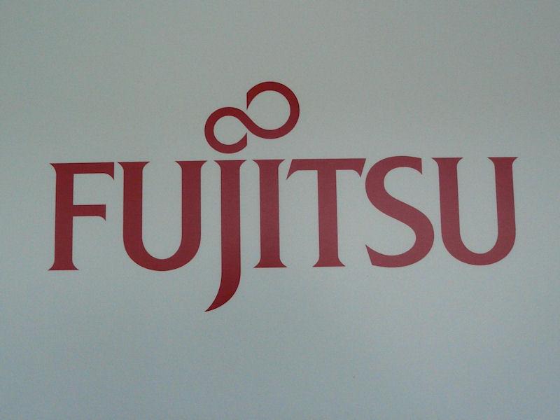 FUJITSUのロゴはそのまま使用される