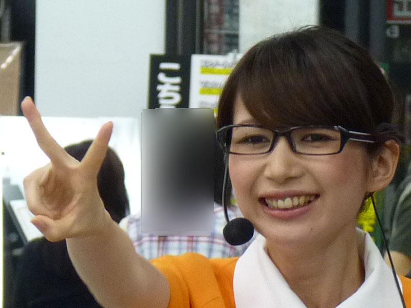 じゃんけん大会では冴子先生に勝った人にはヨドバシキューピーが、勝ち残った最後の1人にはOffice 2010のロゴ入り折りたたみ傘がプレゼントされた