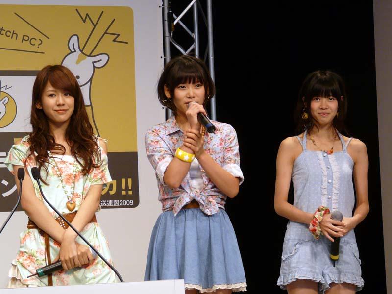 応援に登場したアイドリング!!! 左から3号・遠藤舞さん、15号・朝日奈央さん、23号・伊藤祐奈さん