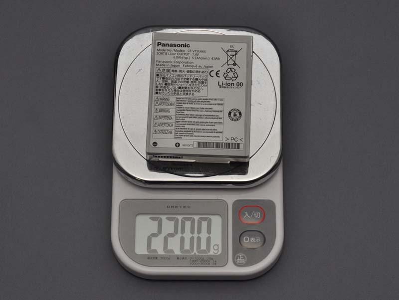 バッテリパック1個の重量は、実測で220gだった