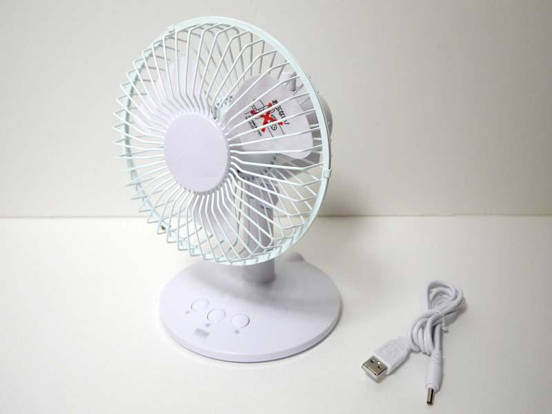 今回試用したのはホワイト(USB-TOY56W)。一般的な扇風機に極めて近い外観を持つ