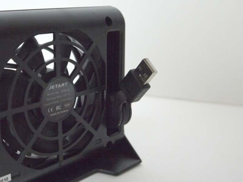 USBケーブルは巻取式で本体に収納可能