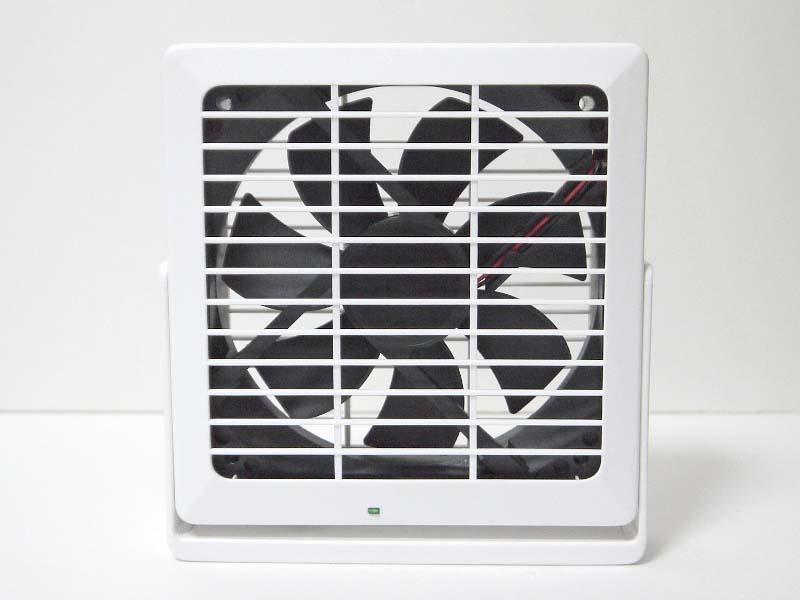PCケース用の冷却ファンをそのまま採用。風量は「BIGFAN120U for Men」とほぼ同等だが、音はこちらが圧倒的に静か