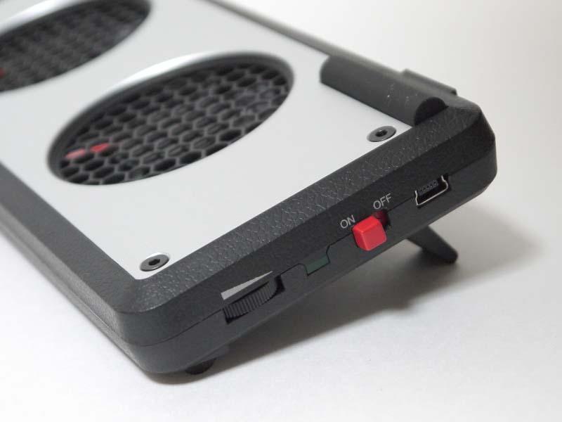 側面にON/OFFスイッチと、無段階調節のロータリースイッチを備える