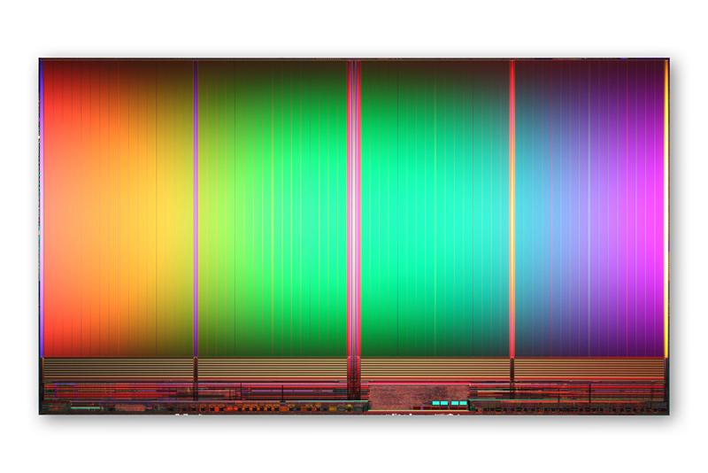 25nmプロセスで製造した64Gbit MLC NANDフラッシュメモリのシリコンダイ。Intelの発表資料から抜粋した