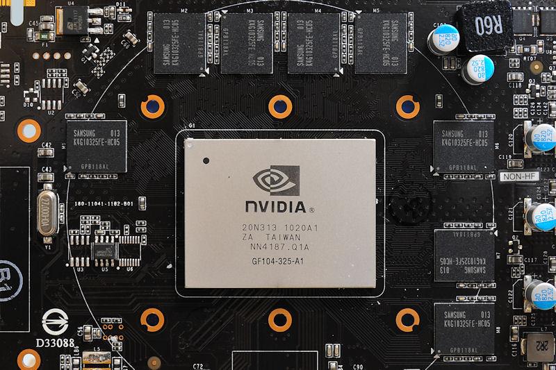 【写真6】リファレンスデザインの1GBモデル。メモリチップを8枚実装するのが特徴。GF104チップ上には「GF104-325-A1」とプリントされている