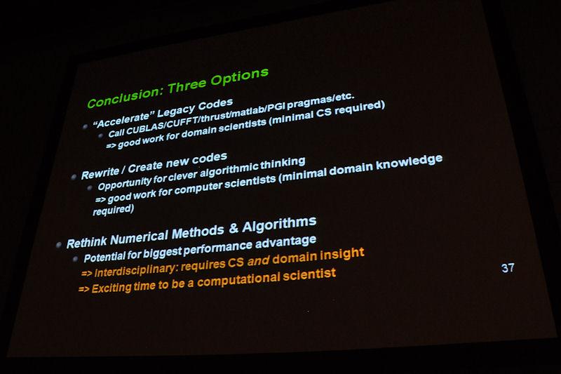 レガシーコードのGPUへの再実装化、古いソフトを書き換えて並列処理に即した形で新しいソフトウェアを開発する、アルゴリズムや数値法を再考して違ったやり方を生み出す、という3つのアプローチをコンピュータサイエンス従事者に向けて訴えた