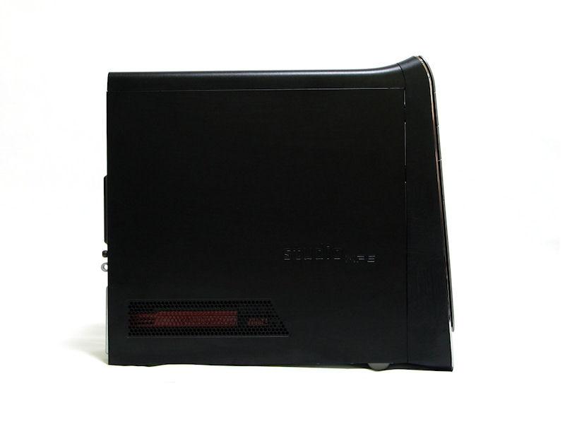 前面が傾斜したStudio XPSシリーズ共通のデザイン