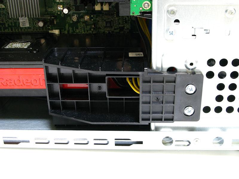 2スロット分の厚さのあるビデオカードを固定するためのパーツが付属していた。構造上、1スロットカードやカード長の短いビデオカードを選択した際には付属しないと思われる