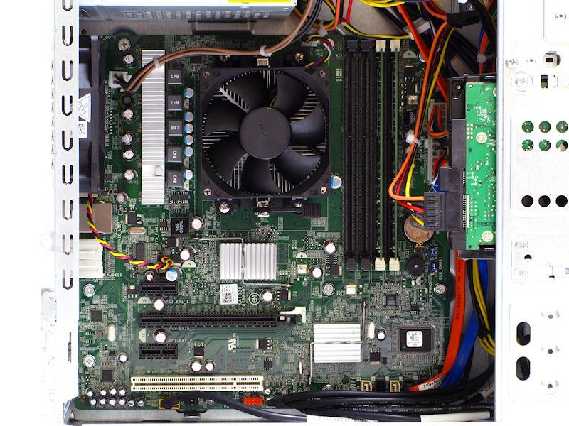 マザーボードはごく一般的なデザインながら5フェーズ回路を搭載したもの。チップセットはAMD 785Gだがサイドポートメモリは搭載していない