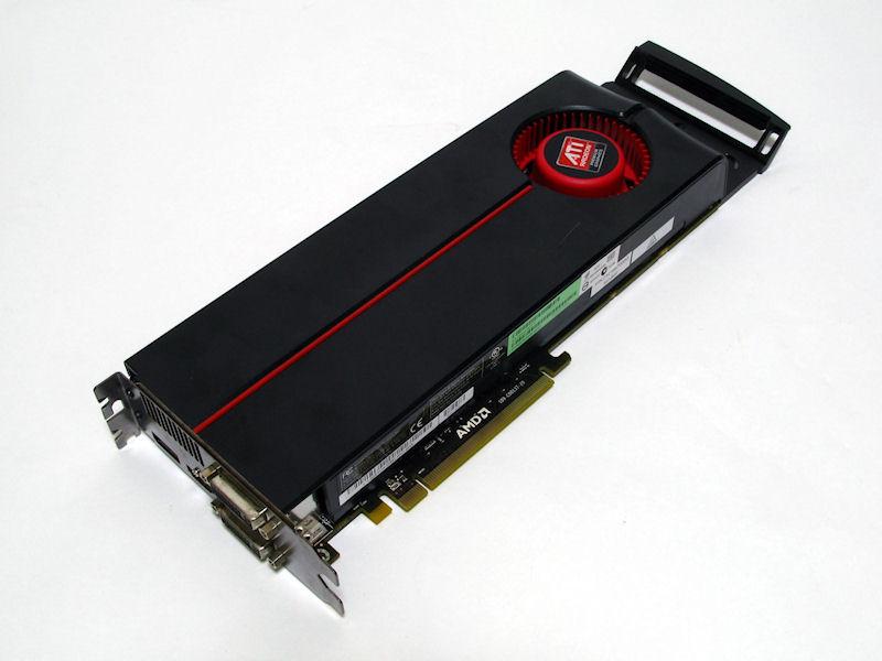装着されていたRadeon HD 5870はワークステーション向けのように後部にサブフレームが装着されていた。ただし、このサブフレームを固定する仕組みが本体側には無い。製品版にも付属するのかは不明