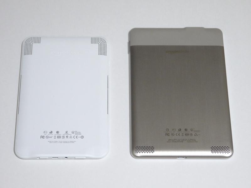 裏面。従来モデル(右)は筐体が表・裏とも金属だったが、今回のモデルではプラスチックになっている。高級感はやや低下したが、そのぶん軽量化につながっていると推測される。無線LANのアンテナ感度を高めるという意図もありそうだ