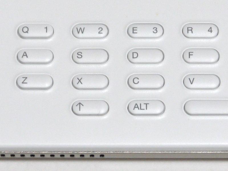 こちらはKindle DXにおけるキーの拡大。数字入力はキーのコンビネーションで行なう仕様だが、キートップのアルファベットの隣に数字がシルク印字されているため分かりやすい