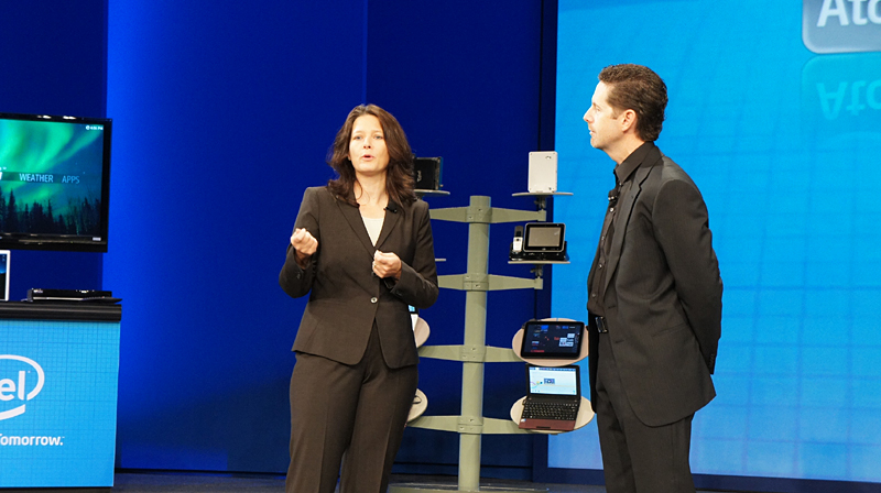 Microsoft Windows Embedded 上席マーケティング部長のバラバ・エドソン氏(左)
