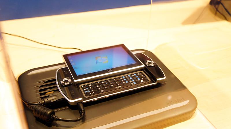 Oak Trailが動作する携帯ゲーム端末、OSはなんとWindows