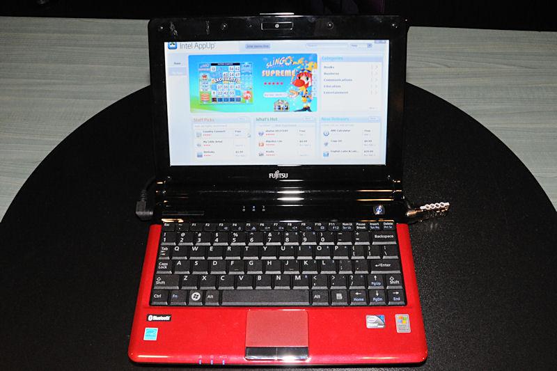 展示機はFujitsuのネットブックが用いられ、AppUp Centerの画面が表示されていた