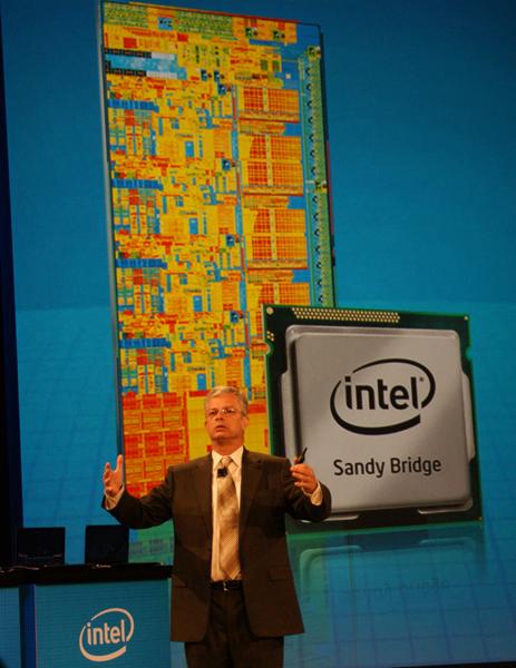 Sandy Bridgeを発表するDavid Perlmutter(デビッド・パルムッター)氏(EVP & GM, Intel Architecture Group)