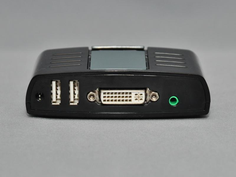 背面には、映像出力用のDVI-Iコネクタに加え、キーボードとマウスを接続する2個のUSBポート、内蔵USBサウンド機能の音声出力用ステレオミニジャックが用意されている