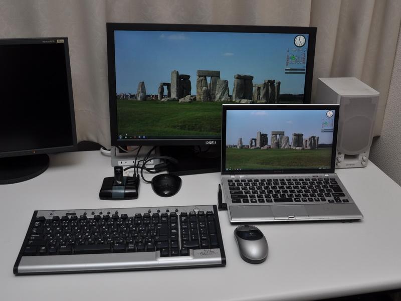 ドッキングベースにディスプレイとキーボード、マウス、スピーカを接続しておけば、PCにワイヤレスUSBアダプタを接続するだけで全てが利用可能となる