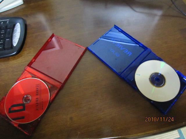 樋口氏の手元にたまたまあった赤と青のCDケース