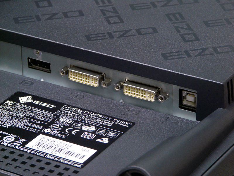 コネクタ部2。DisplayPort、DVI-D×2、USBアップストリーム×1
