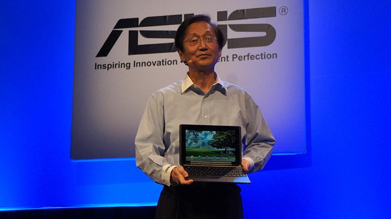 Eee Pad Transformerは10.1型のマルチタッチ液晶を搭載したクラムシェルとタブレットのコンバーチブルデバイス