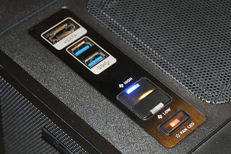 上部のスイッチ類とインタフェース。手前からファンカラー変更スイッチ、ファン回転速度切り替えスイッチ、USB 3.0×2、eSATAを備える