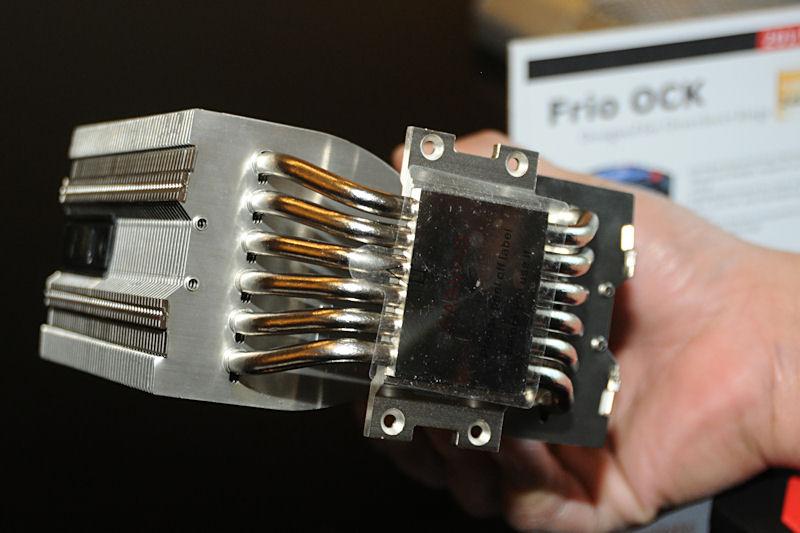 ヒートパイプはFrioの直径8mm×5本から、直径6mm×6本の構成へ変更されている