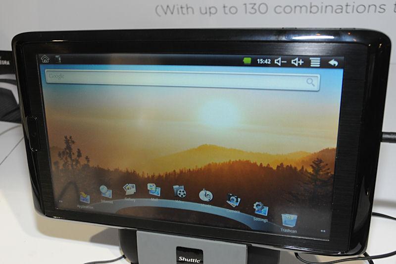 こちらはVIAのWM8605を搭載するAndroid 2.1タブレット。液晶サイズは10.1型で解像度は800×480ドットとなっている