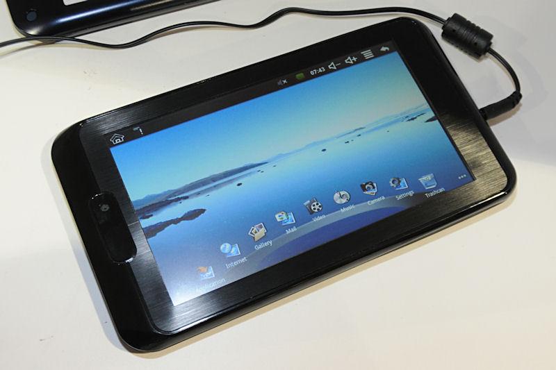 同じくVIAのWM8605を搭載するAndroid 2.1タブレットで、液晶サイズは7型