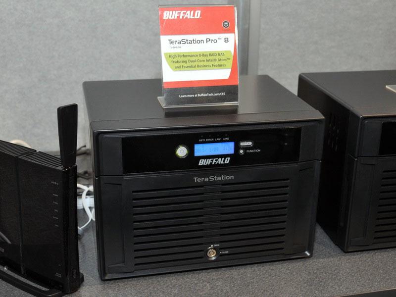 HDDを8台内蔵できる、TeraStation Proの新モデル「TeraStation Pro 8」。HDDを4台内蔵できる従来のTeraStation Proを横に2台並べたような形状となっている