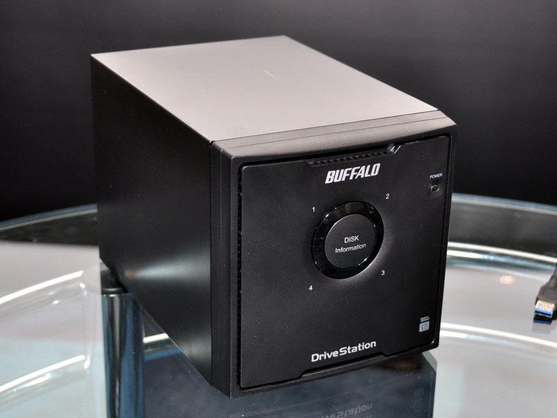 3.5インチHDDを4台内蔵し、RAID 0/5/10に対応する「DriveStation Quad USB 3.0(HD-QLU3R5)」シリーズ。HD-QLSU2/R5をUSB 3.0に対応させたもので、4TBと8TBの2製品を用意