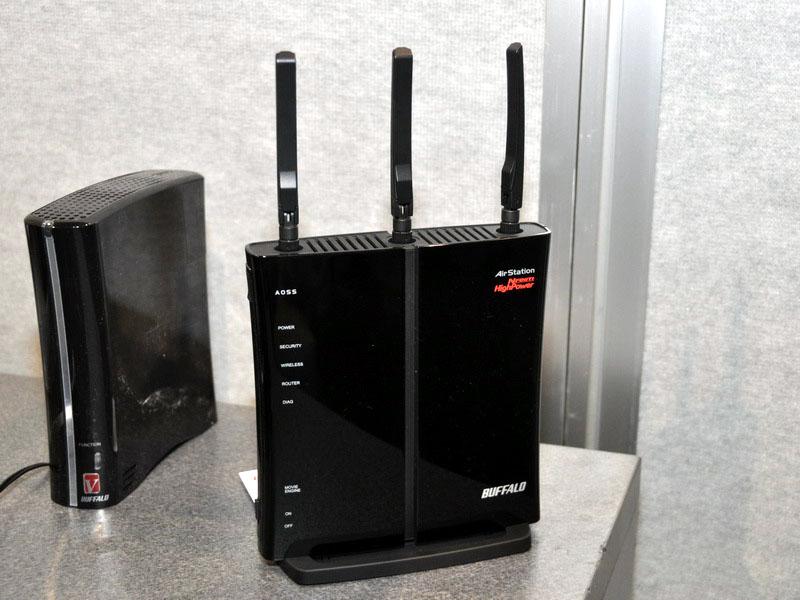 3×3 MIMO 450Mbpsでの無線LAN通信に対応する、無線LANルーターの未発表モデル。製品の詳しい仕様は公開されておらず、発売時期も未定だ