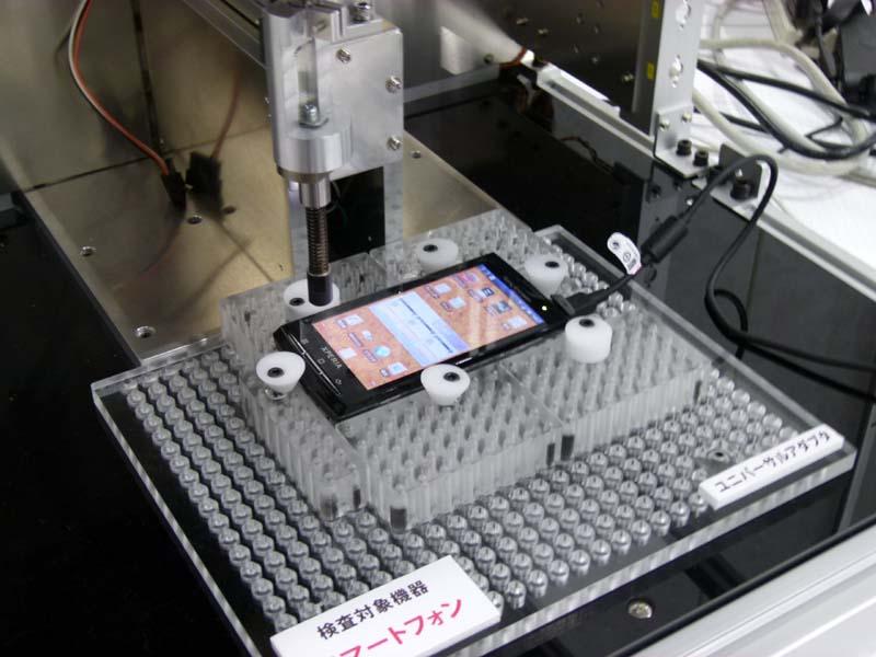 こちらはタッチパネル液晶画面の検査機