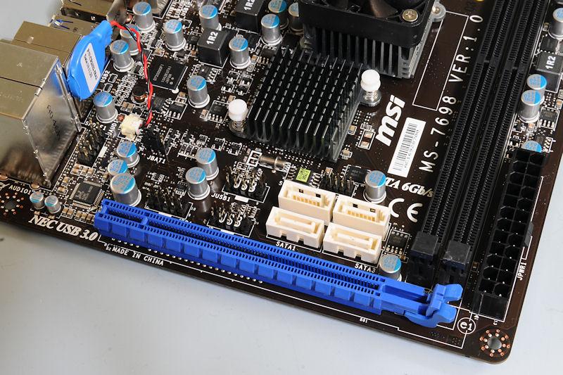 【写真3】搭載されているPCI Express x16スロットは内部x4となる。SATA×6基はいずれも6Gbpsサポート