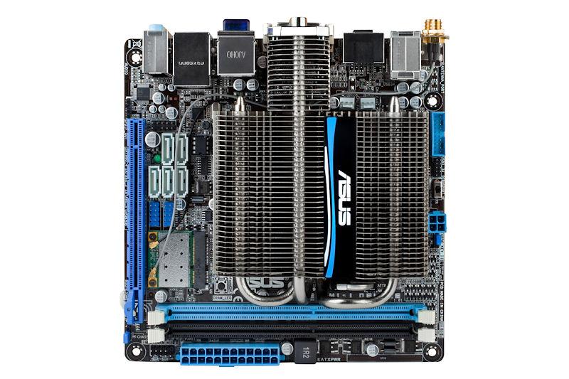 【写真11】ASUSTeKの「E35M1-I Deluxe」。Mini-ITX製品でファンレス。PCI Express Mini Cardスロットも備えている(写真提供:ASUSTeK)