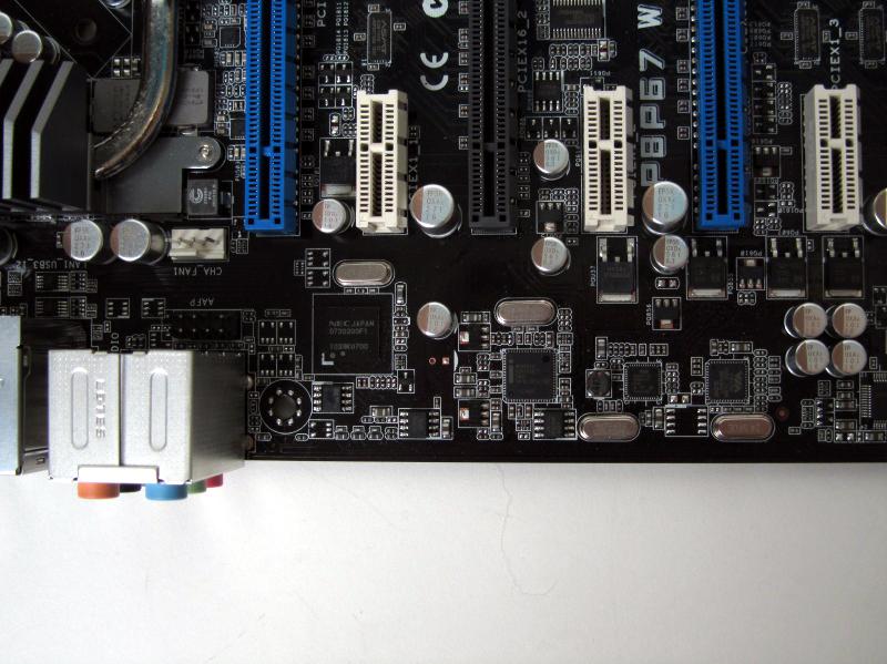 USB 3.0コントローラ「μPD720200」と、Intel製のGigabit Ethernetコントローラ