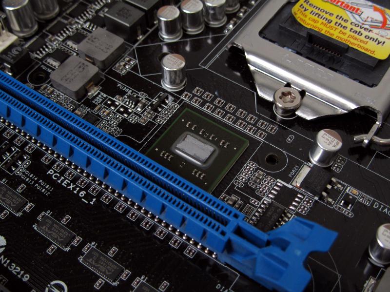 PCI Expressのブリッジチップ「NF200」