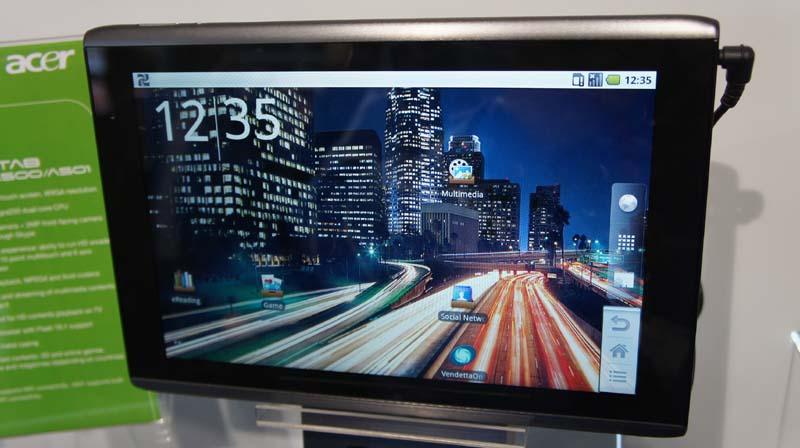 ICONIA TAB A500は10型搭載のタブレット、ちなみにHoneycombタブレットにはホームボタンなどはなくソフトウェア的に表示される(Acer以外の製品も同様)