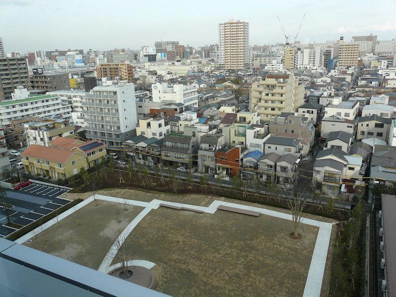 東側の外を見た様子。下の庭も日本HP本社の敷地内