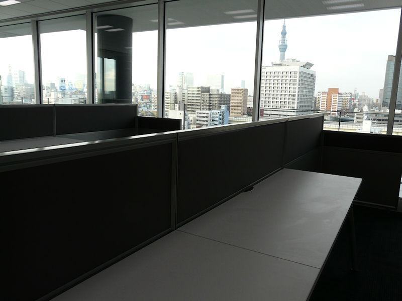 北側には東京スカイツリーが見える座席もある