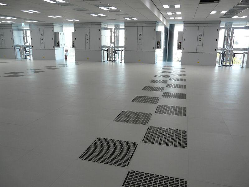新本社ビル内のサーバールーム