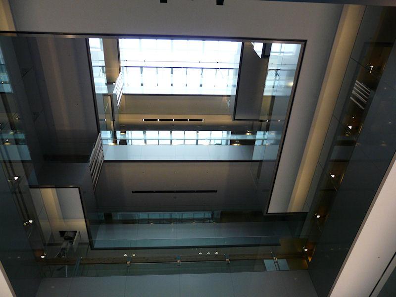 1階から屋上方向を見てみる