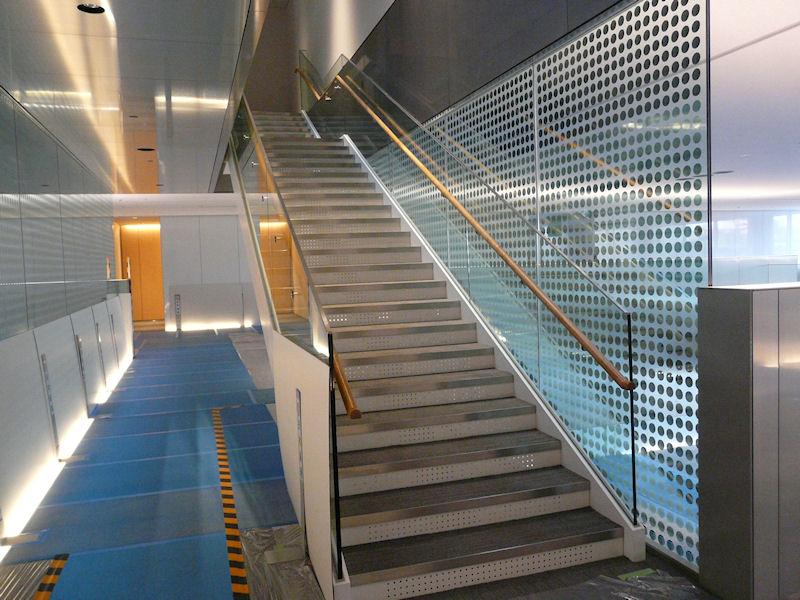 各フロアには階段で移動できるようになっている