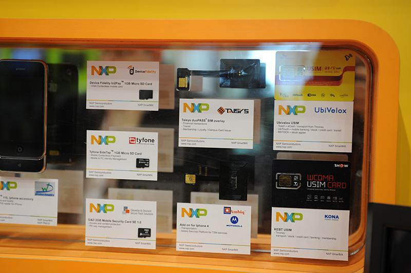 NFC機能をどこに実装するかは、まだまだせめぎあいがある模様。USIMという方向性が示されるいっぽうで、特にヨーロッパ側からはmicroSDへの実装を求める声も強いという