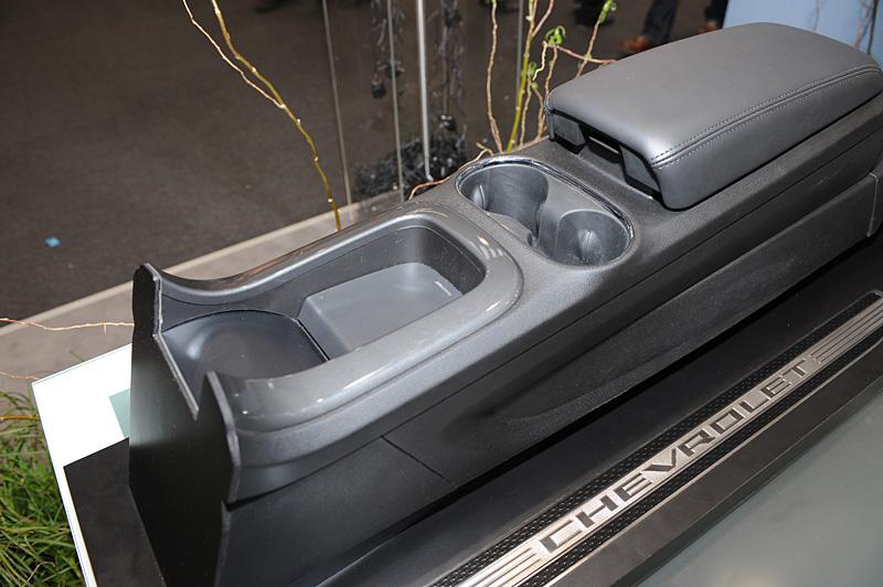 シボレーのセンターコンソールに統合されているPOWERMAT。車に乗り込んだら、ここに携帯端末を置くだけで、移動中に自動的に充電されているという仕組み