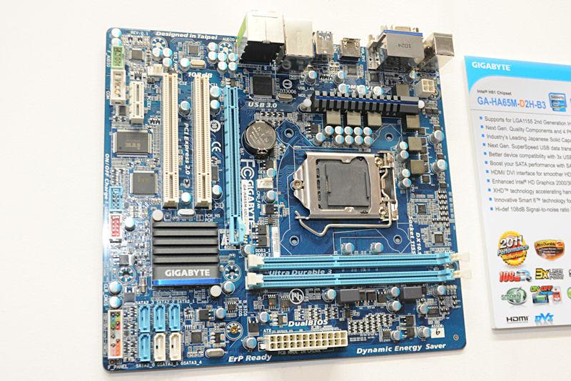 こちらはIntel H61 Expressに加え、SATA 6Gbpsコントローラを搭載した「GA-HA65M-D2H-B3」